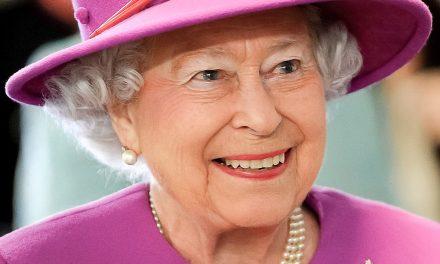 """Елизабет II едва ли ще абдикира, за нея е ненарушима клетвата """"да управлява до последния си дъх"""""""