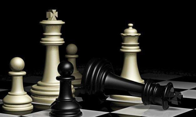 Шахът, в който царят сам си направи мат