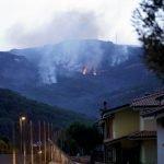 Гори Сардиния – световна туристическа дестинация, стотици са евакуирани (снимки)