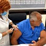 Бойко Борисов се ваксинира и пожела: Дайте това да е първото, за което да се обединим (снимки)