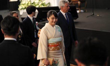 Японска принцеса отказва титла и богатство, за да се ожени за съученик
