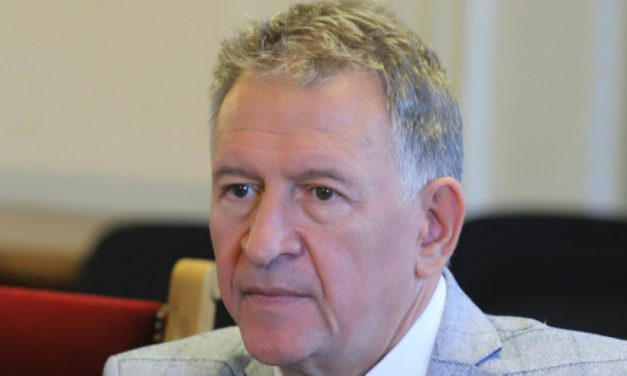 Стойчо Кацаров: Респиратори няма и в Държавния резерв, може да се наложи да се пращат болни в чужбина